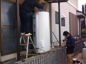 刈谷市 電気温水器取替工事 施工中