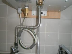 名古屋市中川区 小型電気温水器取付工事 施工中