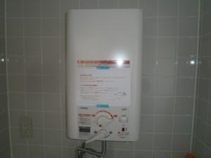 名古屋市中川区 小型電気温水器取付工事 試運転中