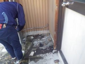 名古屋市中川区 電気温水器取替工事 清掃中