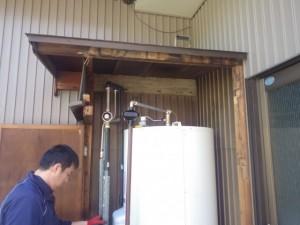 名古屋市中川区 電気温水器取替工事 施工中