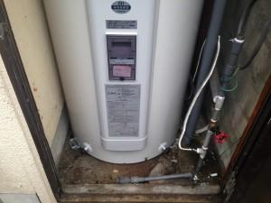 瀬戸市電気温水器取替工事施工事例 施工中